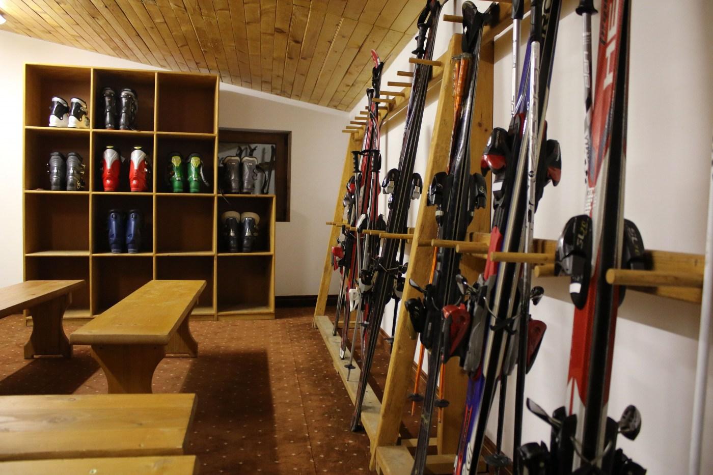 Ски гардероб и оборудване под наем